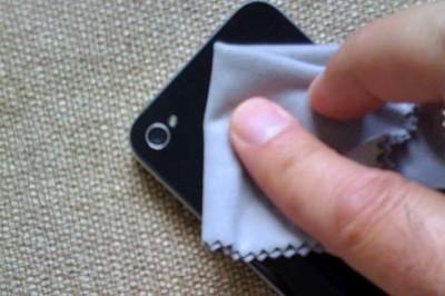 tips membersihkan smartphone