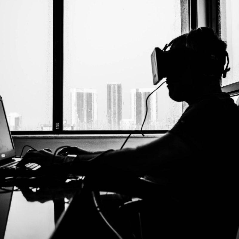 5 hal yang bisa kita lakukan dengan teknologi virtual reality
