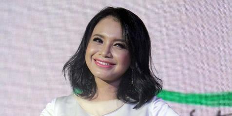 Gaya Rambut Panjang Indonesia seperti Artis